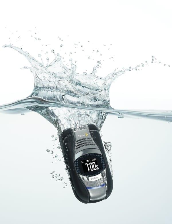 Telefon submersibil de la Sanyo
