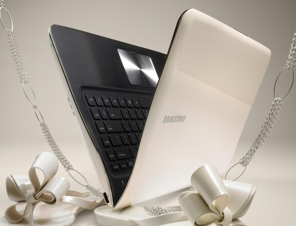 Laptopul Samsung SF310 – preocupat de stil şi mobilitate