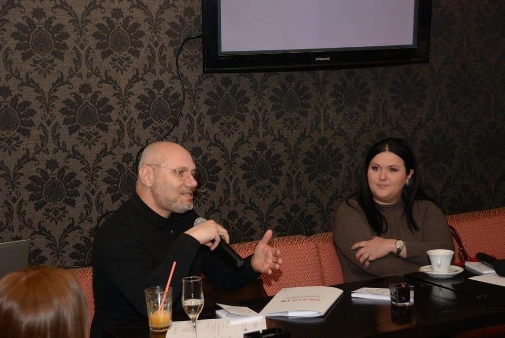 S-a lansat prima carte românească scrisă pe Facebook