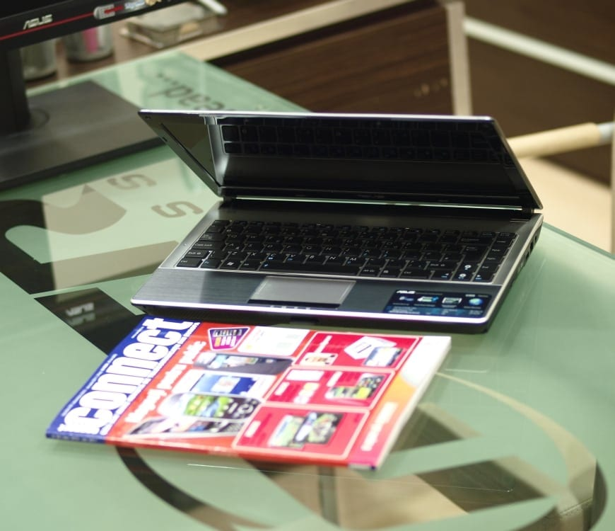 Experiente metalice – Asus U30S vine cu i5 si 8GB RAM