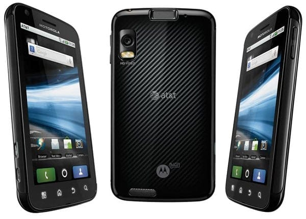 Motorola Atrix 4G – smartphone și computer – super ofertă la AT&T