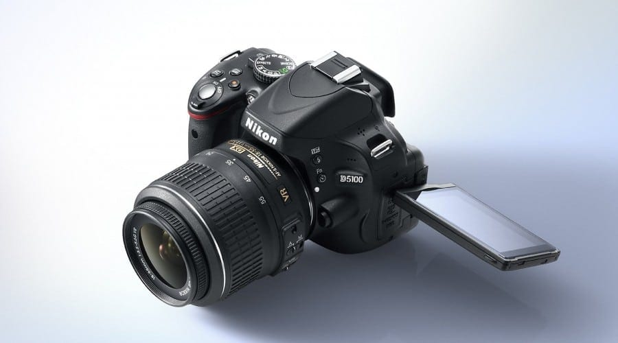 Nikon D5100: 16,2 MP, ecran rabatabil si filmare Full HD