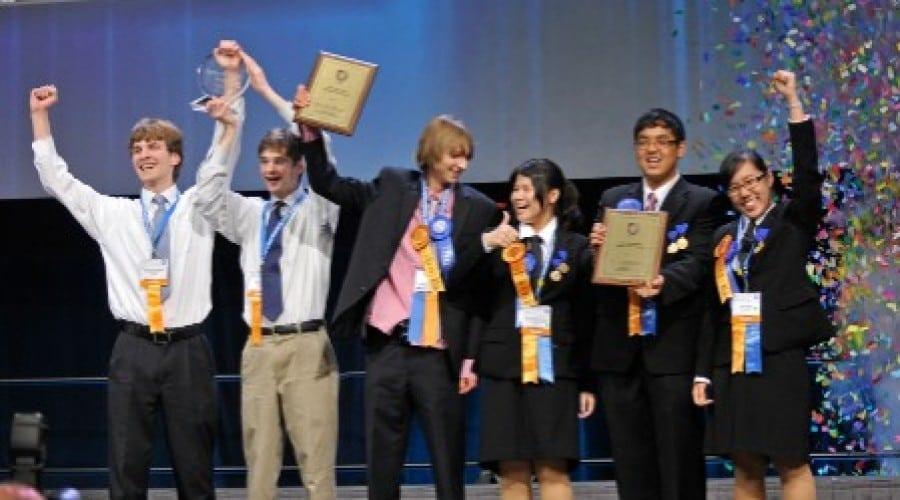 Premianţii Intel ISEF au prezentat o nouă metodă de tratare a cancerului