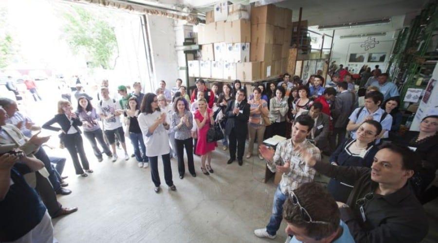 Ateliere Fără Frontiere a donat 503 calculatoare