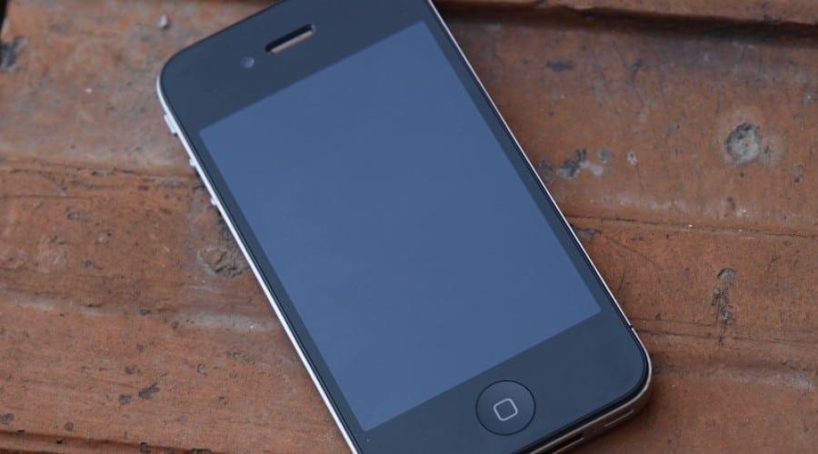 Un iPhone 4 supravieţuieşte unei căderi de la 4.000m (oarecum)