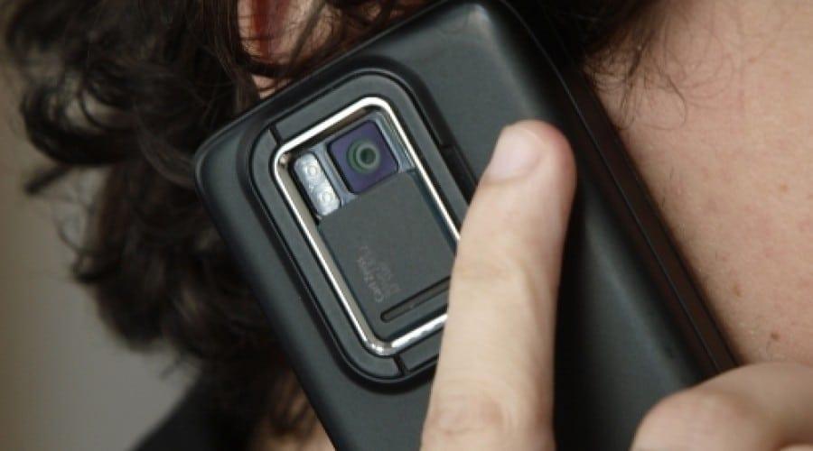 Au telefoanele mobile un rol în apariţia cancerului?