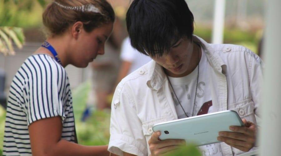 Tabletele Lenovo IdeaPad K1, în arsenalul studenţilor de la SGLI