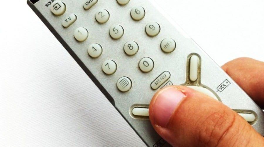 Telecomanda televizorului, pe cale de dispariţie