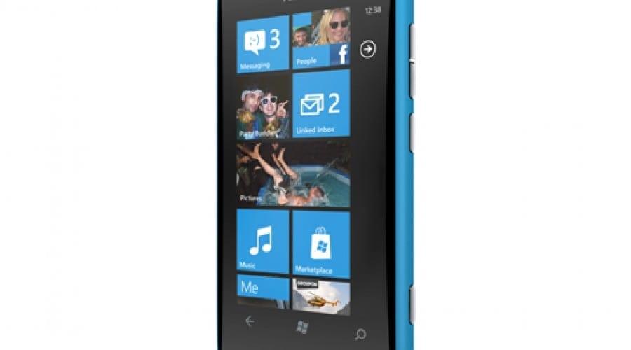 Stephen Elop anunţă modelul Lumia 800, primul smartphone Nokia cu Windows Phone
