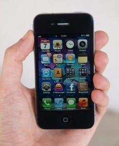 iPhone 5 ar urma să sosească în octombrie, potrivit analiştilor