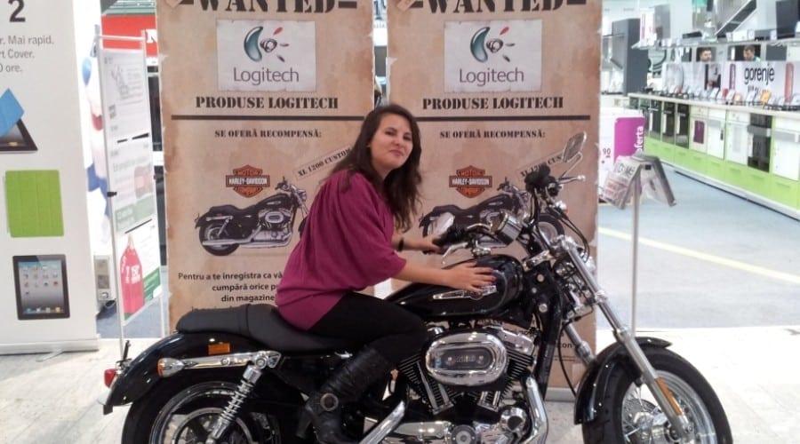 Logitech a premiat o tânără de 23 de ani cu un Harley Davidson