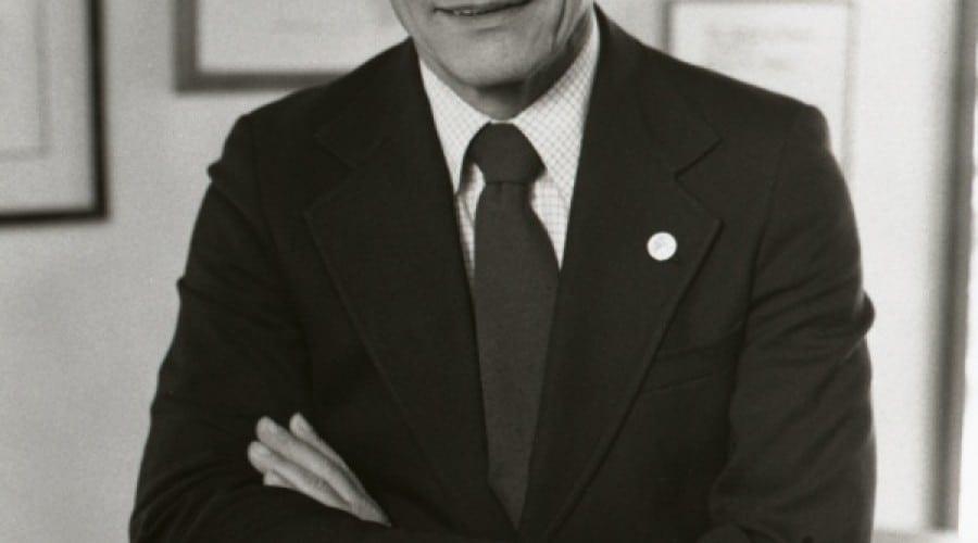 "Robert Noyce, ""primarul din Silicon Valley"", sărbătorit de Google Doodle"