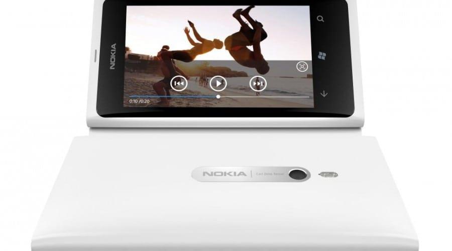Nokia Lumia 800 soseşte în varianta albă