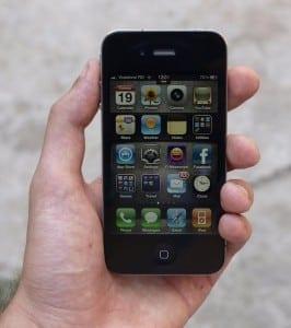 100 de motive pentru a face jailbreak la iPhone (video)