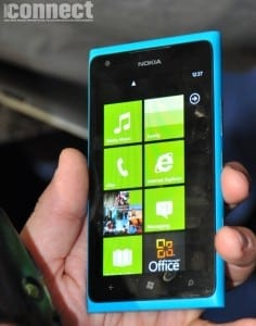 Nokia amână lansarea terminalului Lumia 900 în Marea Britanie