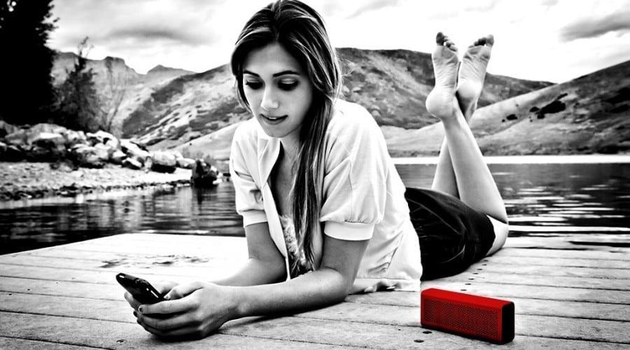 Braven Six Series: Încarcă-ţi telefonul cu ajutorul micilor boxe portabile