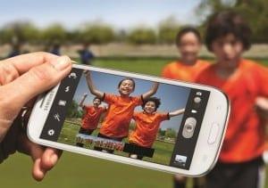 Samsung Galaxy S3 și iPhone 4, în topul celor mai căutate telefoane printre tineri