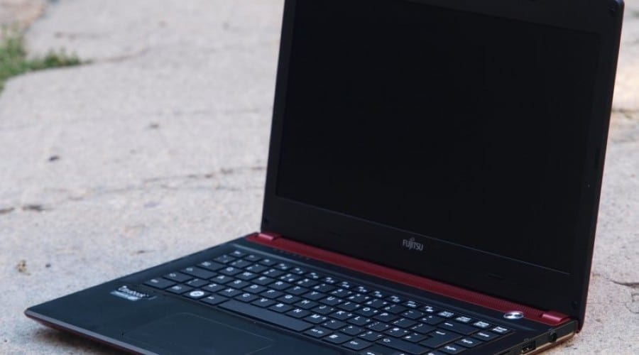 Fujitsu Lifebook UH572: Eleganță portabilă (review)