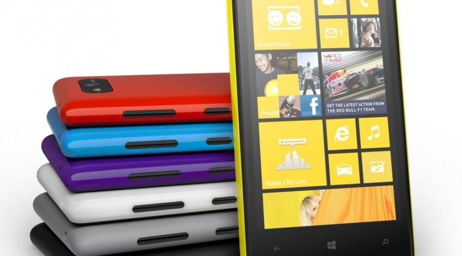 Nokia Lumia 820: Cameră de 8 megapixeli, Windows Phone 8 şi procesor de 1.5GHz