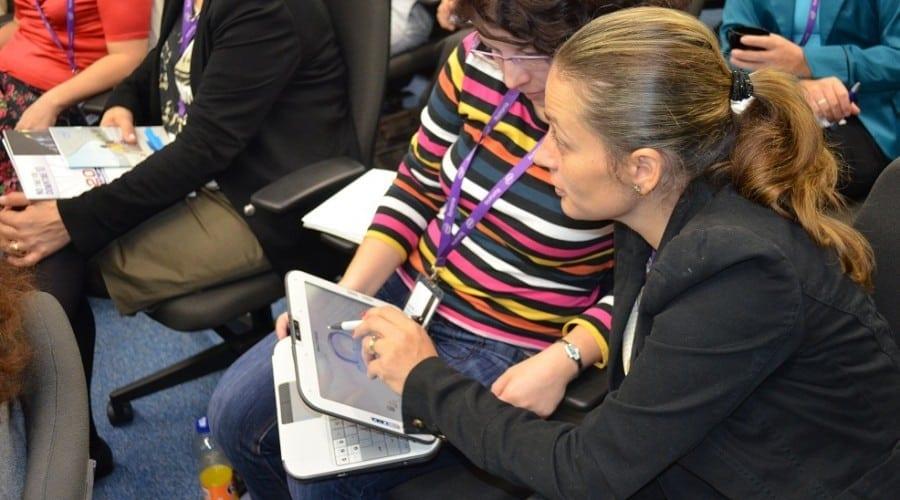 Intel apropie de tehnologie elevii şi profesorii