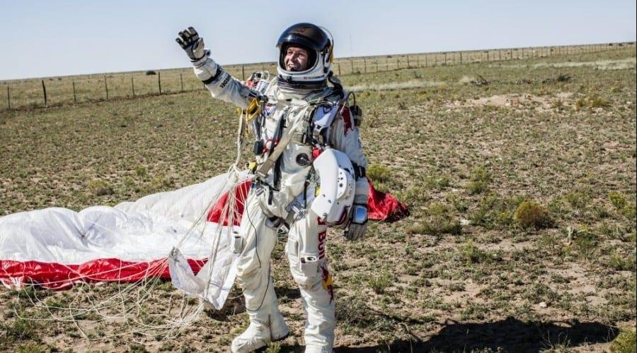 Red Bull Stratos un succes total – Felix Baumgartner atinge 1342 km/h, stabileşte noi recorduri