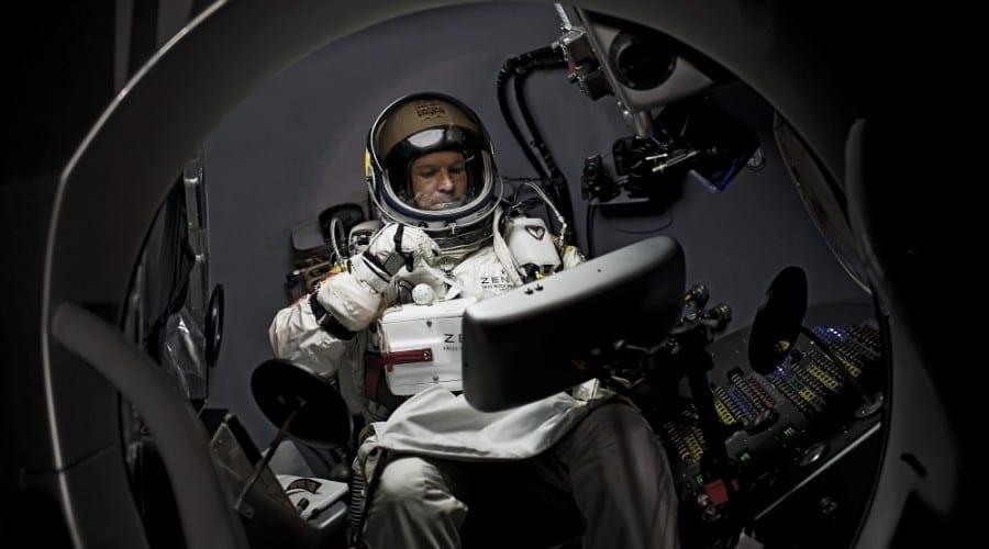 Felix Baumgartner sare azi de la 36 km. Urmăreşte finalul proiectului Red Bull Stratos live