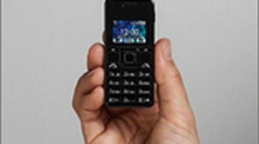 Un telefon de 32 grame şi 7 cm înălţime, cu acces la email