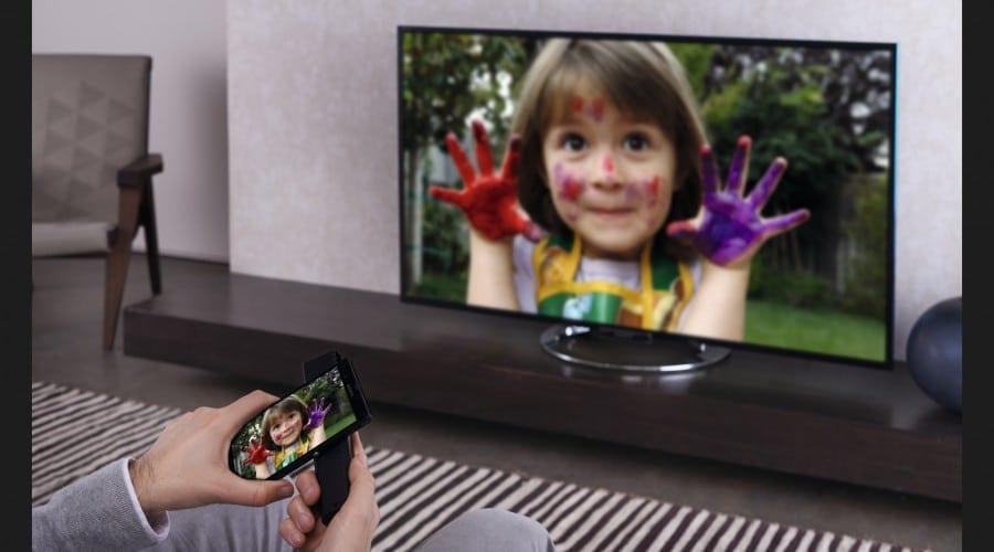 Sony aduce in Romania noile televizoare Bravia si ofera cadou smartphone-uri de top