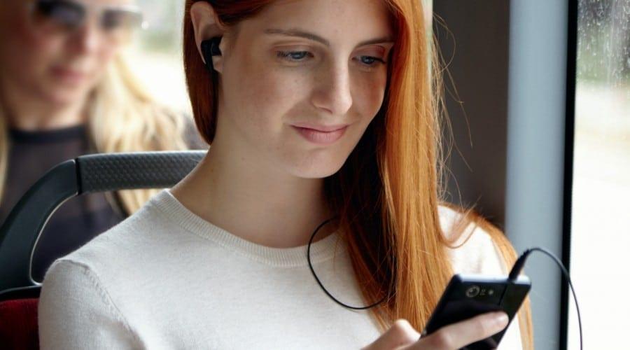 Românii vorbesc tot mai mult la telefonul mobil
