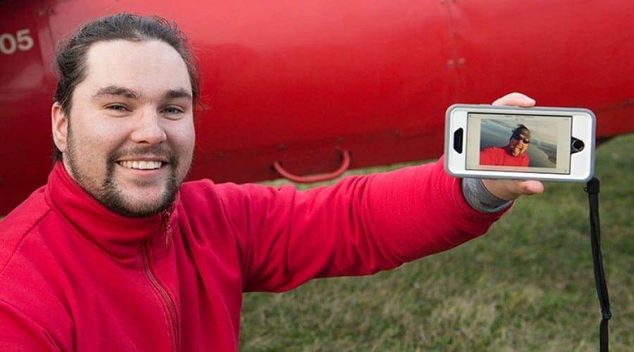 Programul Vodafone Firsts a făcut ca un clujean să zboare pentru prima oară pe aripile unui avion