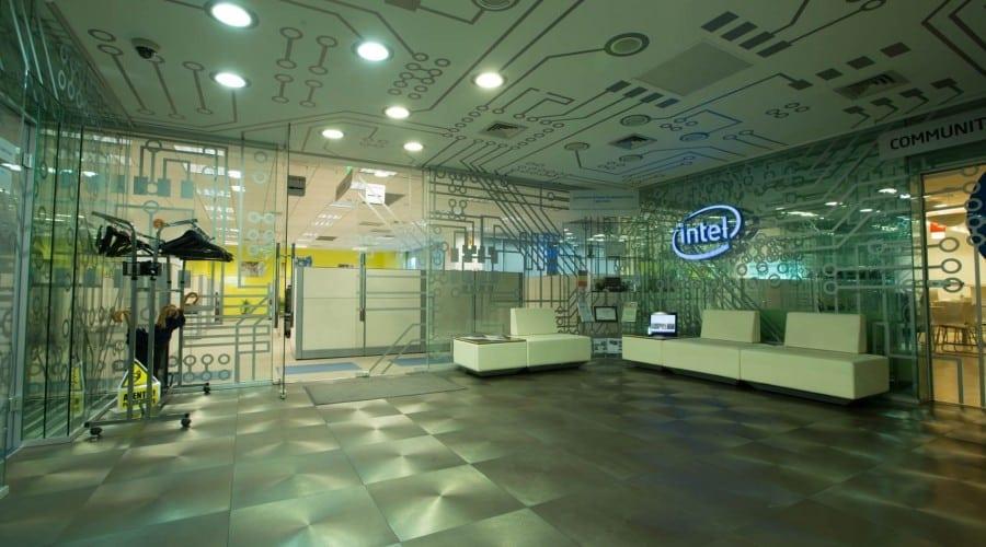 Studiu Intel: tinerele din România, pasionate de o carieră tehnică