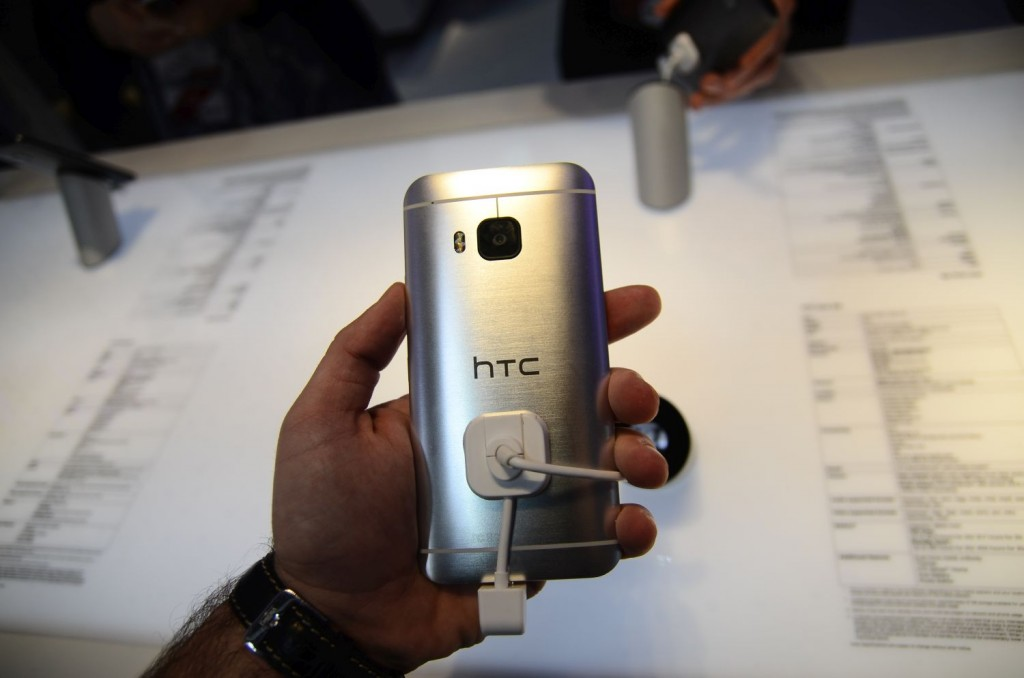 HTC-One-M9-157