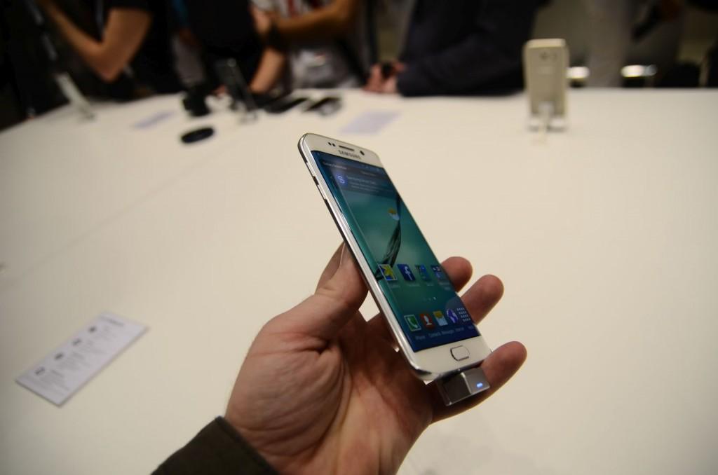Samsung Galaxy S6 Unpacked 1457 1024x678 Samsung Galaxy S6 și Galaxy S6 Edge: Primele impresii cu cele două telefoane