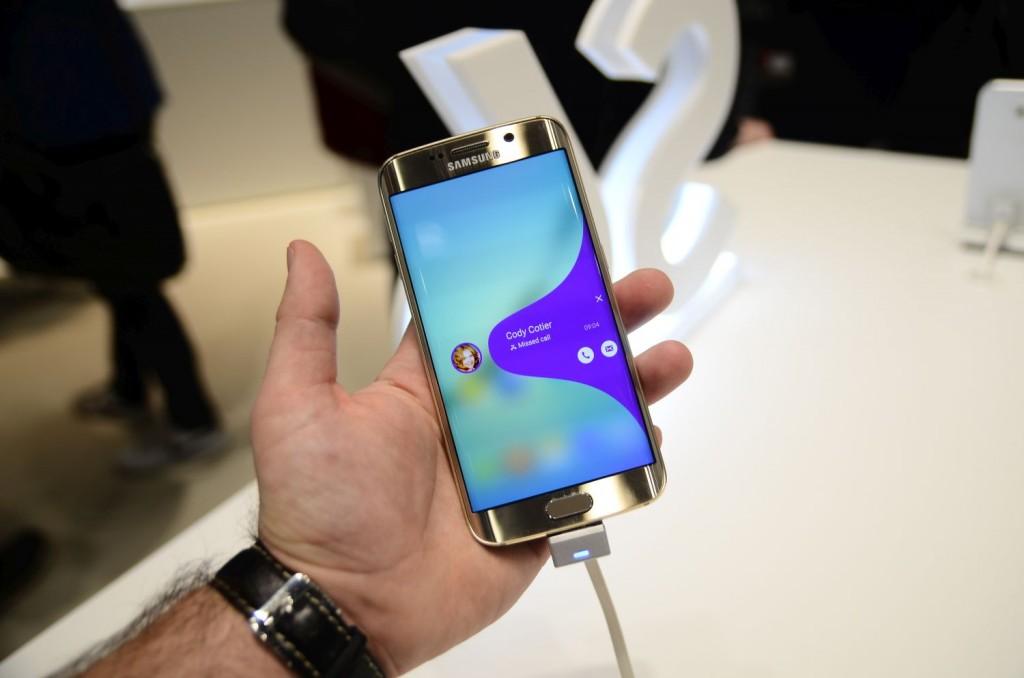 Samsung Galaxy S6 Unpacked 2133 1024x678 Samsung Galaxy S6 și Galaxy S6 Edge: Primele impresii cu cele două telefoane