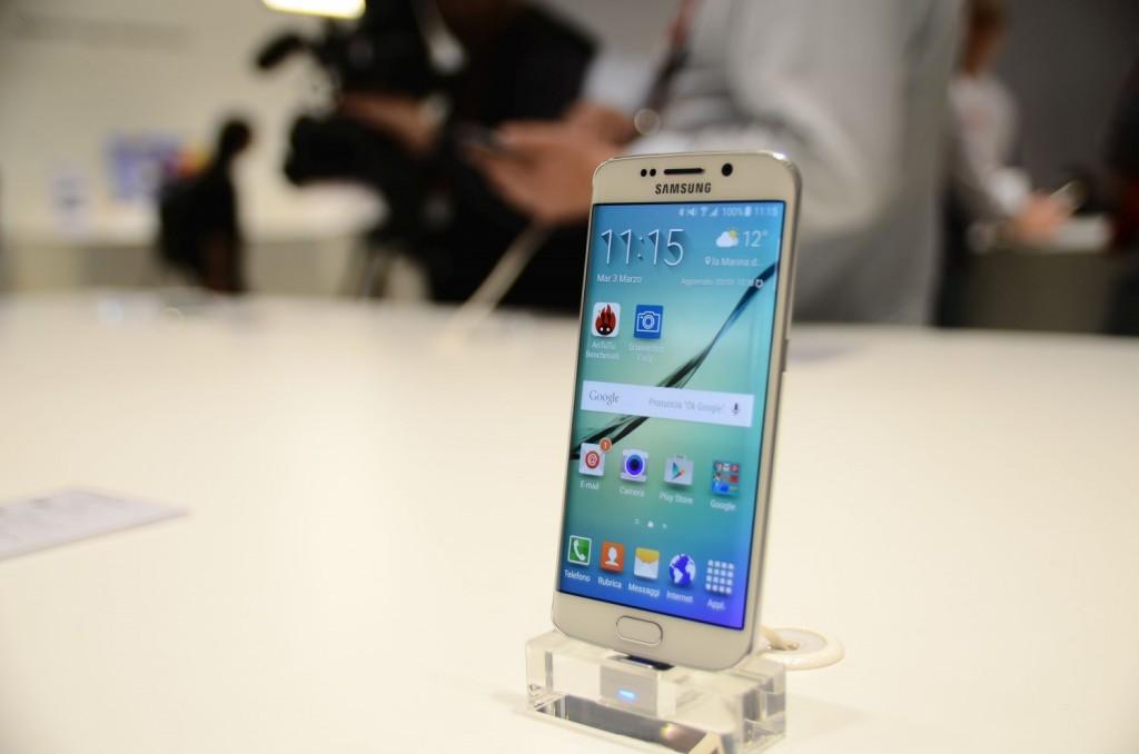 Samsung Galaxy S6 Unpacked 2601 1024x678 Samsung Galaxy S6 și Galaxy S6 Edge: Primele impresii cu cele două telefoane
