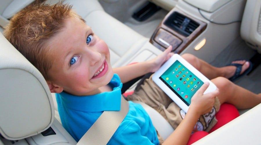 4 din 5 părinți au nevoie de ajutorul copiilor pentru a folosi internetul