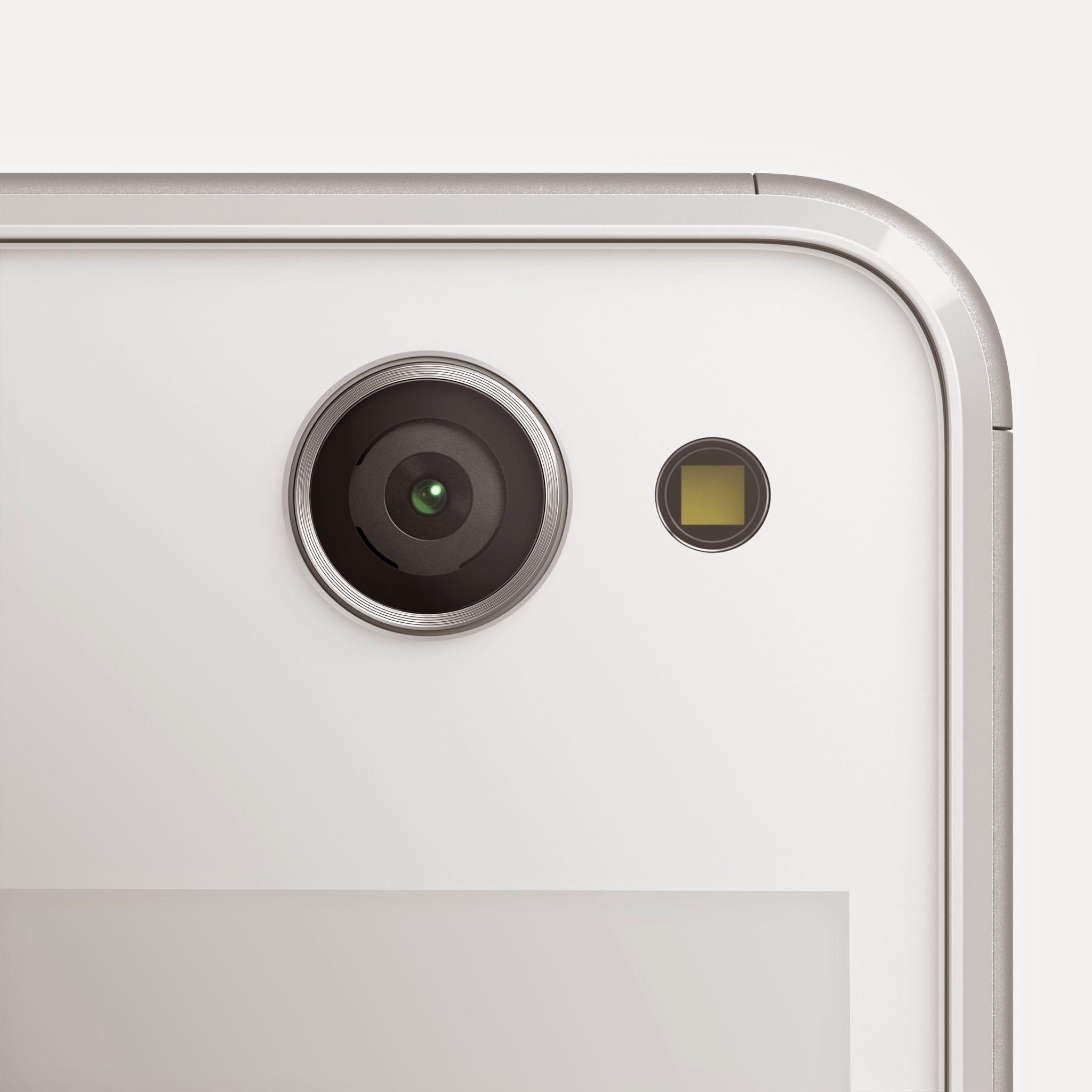07_Xperia_C4_White_Camera
