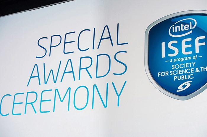 Raymond Wang din Canada a câștigat marele premiu de 75.000 de dolari la Intel ISEF