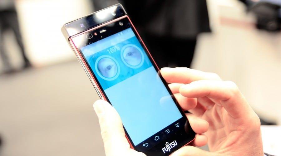 Fujitsu lansează primul smartphone cu scanarea irisului. Mai multe detalii am aflat la #MWC2015