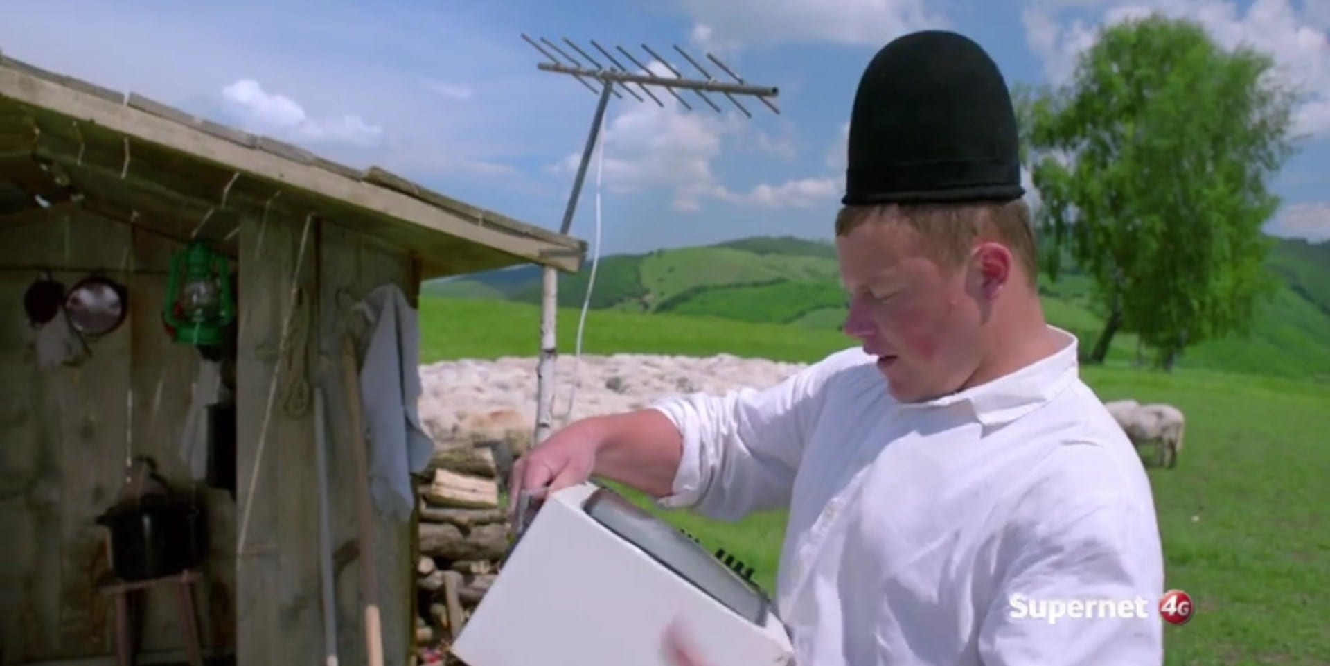 Ghiță Ciobanul se uită la Game of Thrones – nou spot TV Vodafone!