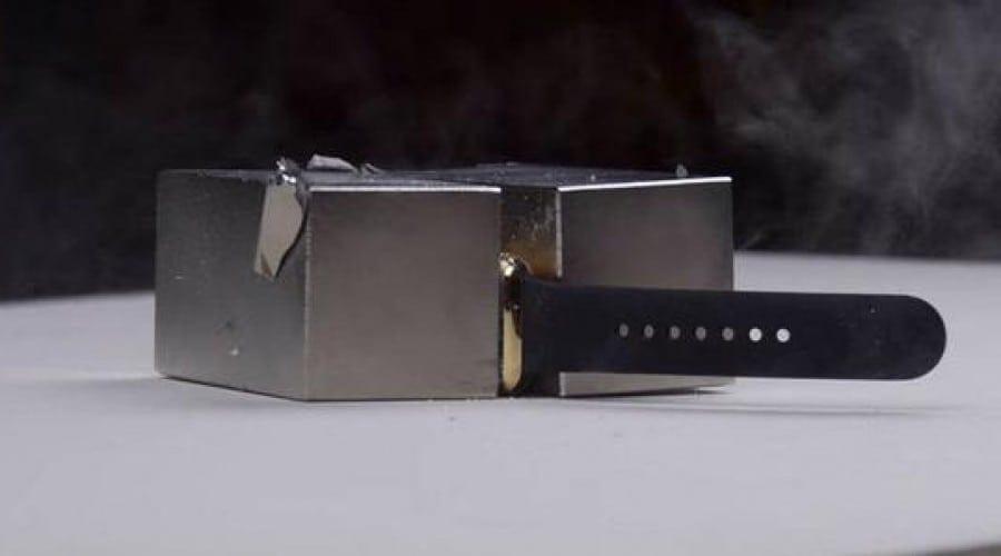 Ceasul Apple Watch de 10.000 de dolari supus unei forțe magnetice de 295 de kilograme. Vezi cum se descurcă