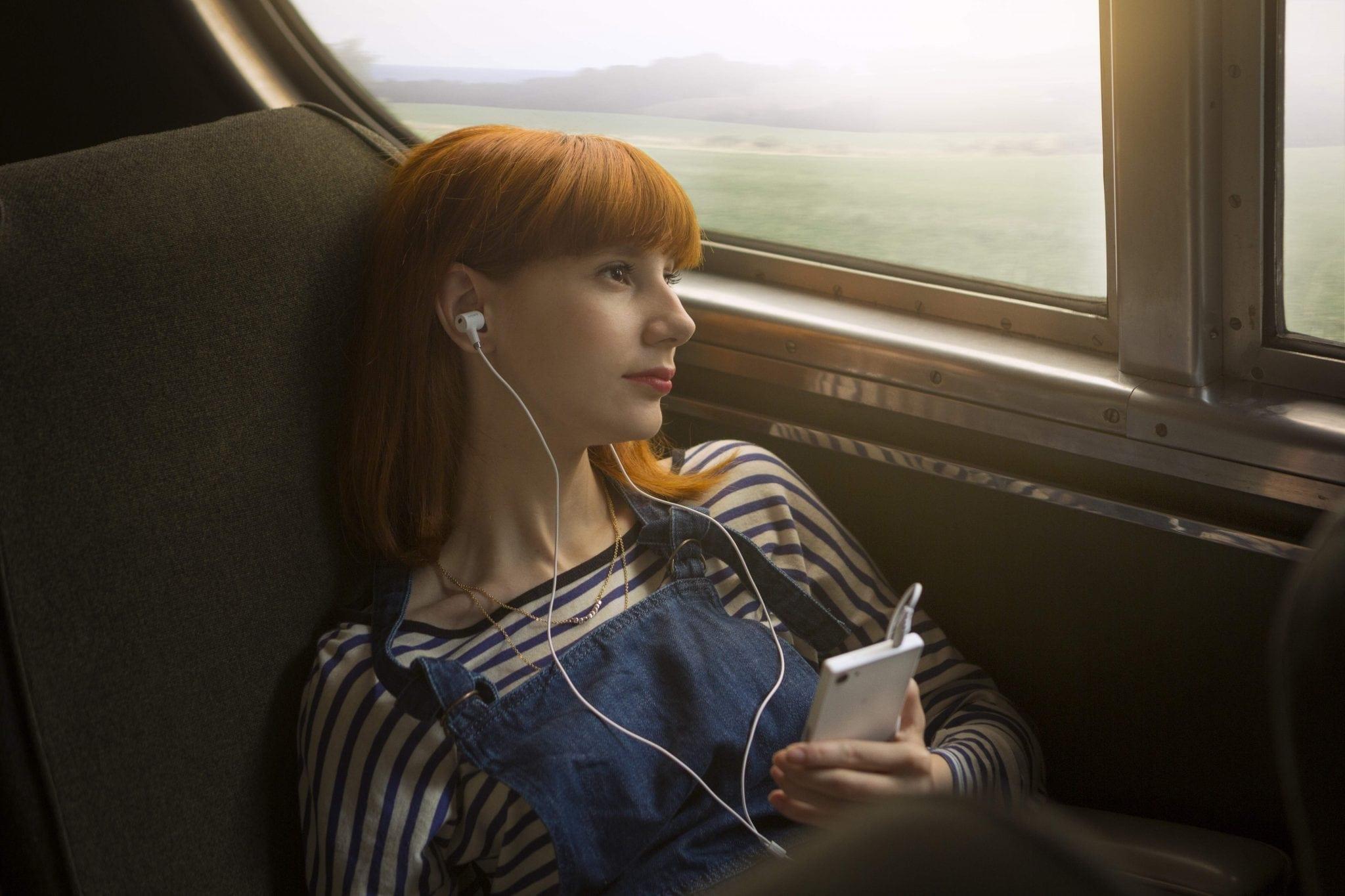 Ești în avion și ai uitat să treci telefonul în modul de zbor? Un englez are de plătit 1.000 de lire sterline pentru roaming