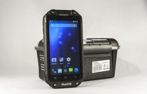 iHunt X8 review: Smartphone rugged cu funcție Walkie talkie