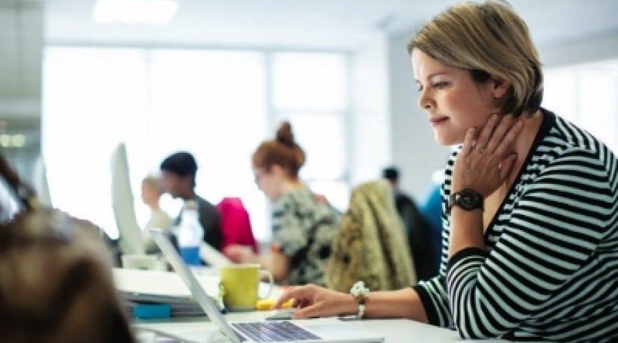 Studiu Intel: 70% dintre românce pun pe  primul loc performanţa atunci când îşi aleg PC-ul