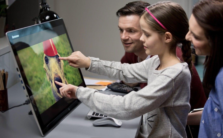Studiu Intel: cum aleg părinții PC-ul copiilor pentru școală