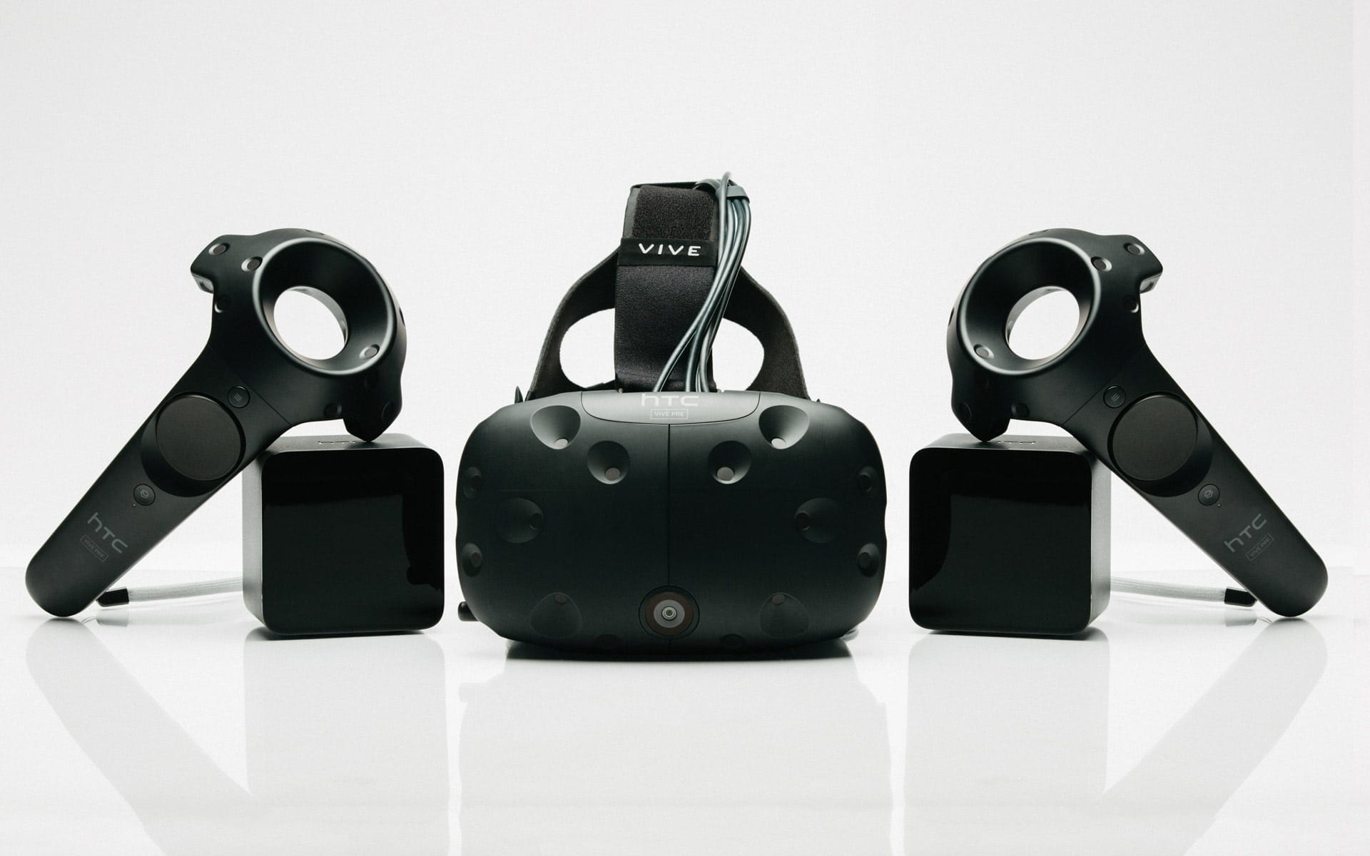 HTC Vive Cosmos, lansat oficial și la noi, vezi cât costă