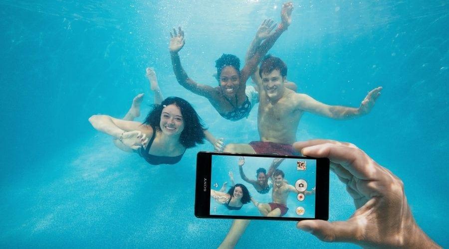 Ai scăpat telefonul în apă? Îți spunem tot ce trebuie făcut!