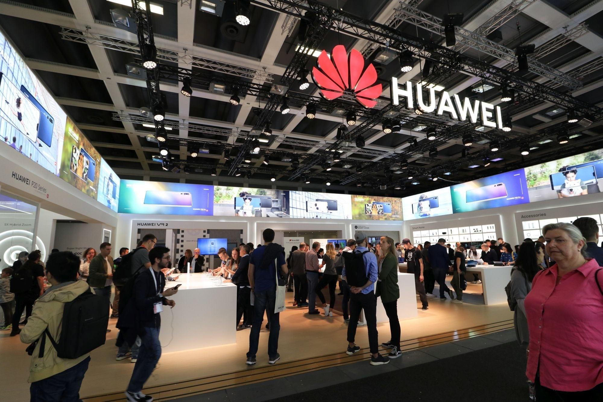 Alte noutăți Huawei de la IFA 2018: AI Cube, Huawei Locator și noi versiuni de culoare pentru smartphone-urile P20