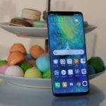 Huawei a anunțat Mate 20 și Mate 20 Pro, cu senzor de amprentă în ecran și reverse wireless charging