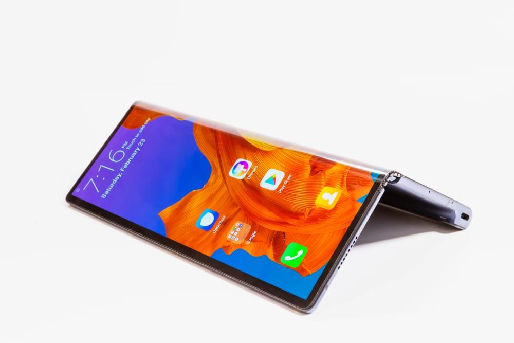 Huawei Mate X a fost lansat oficial în China, costă 16.999 de yuani
